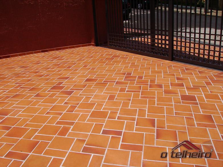 O telheiro lajota vermelha antiderrapante for Pisos ceramicos externos